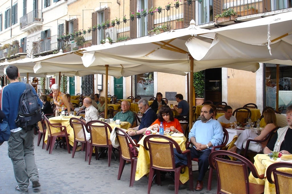 Rome continues tourism cleanup with crackdown on outdoor cafe tables