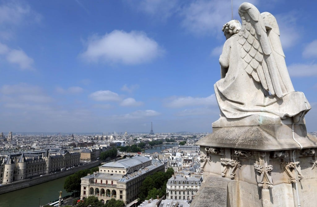 Chinese tourists visit Paris instead of London to avoid bureaucracy