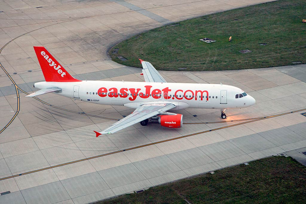 Easyjet 39 s growing success leads cabin crew to strike for for Ryanair barcelona paris orly