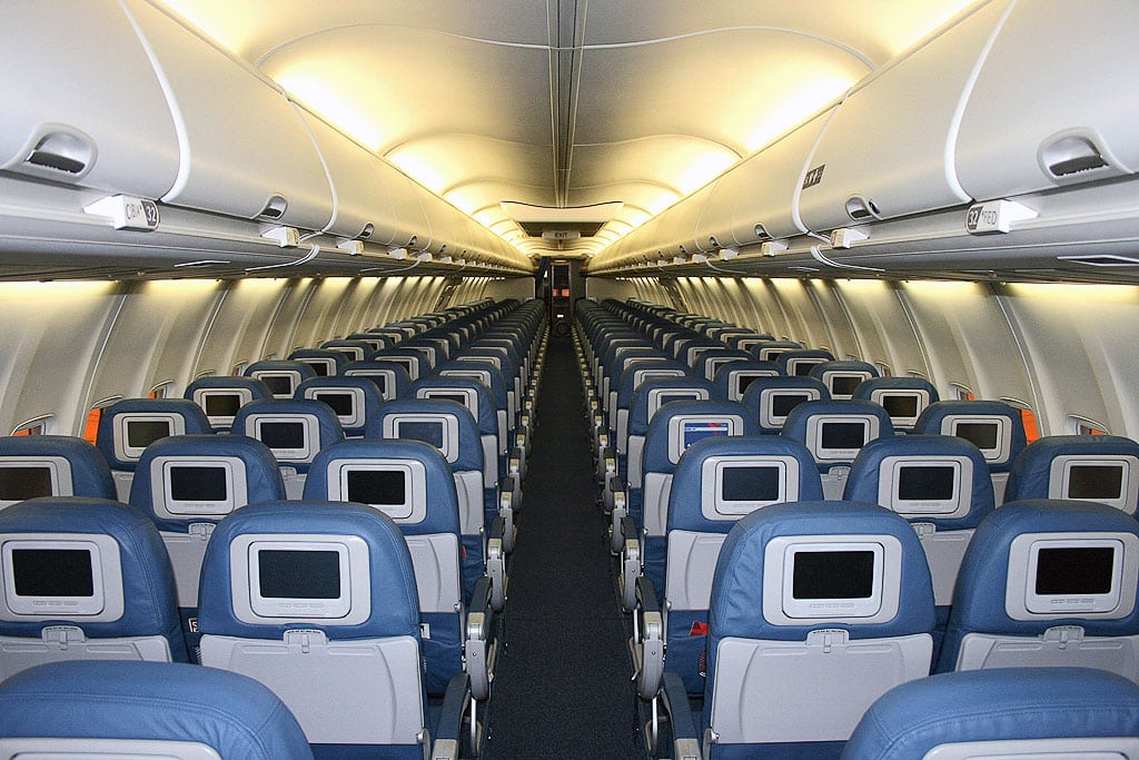 Inside delta air lines 39 hollywood to sxsw party plane skift for Interieur airbus a340 600