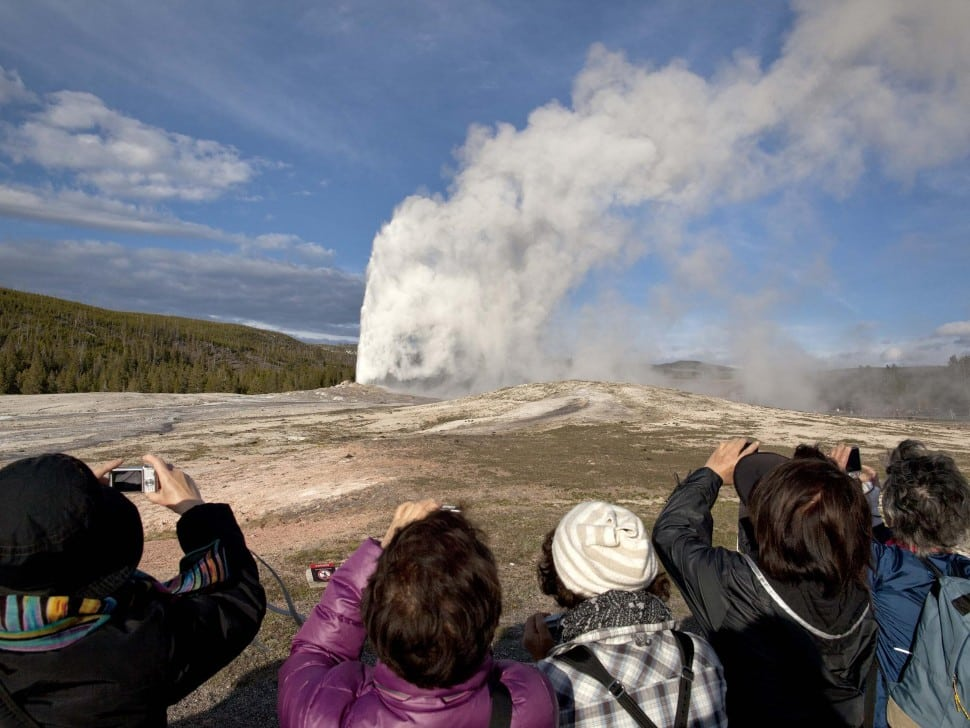 Yellowstone National Park Helps Chinese Tourists With Mandarin-Speaking Rangers