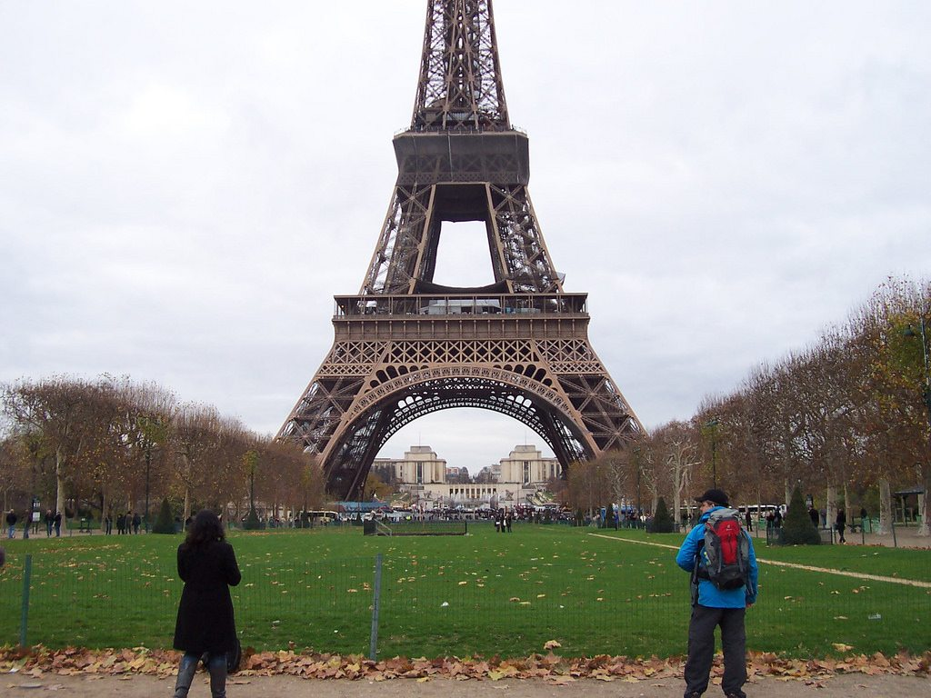Paris Is Building a $22 Million Barrier Around the Eiffel Tower ...