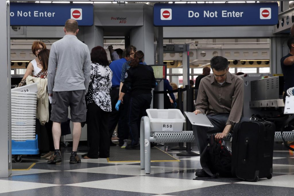 TSA Sickouts Rise a Day After Workers Miss First Paycheck