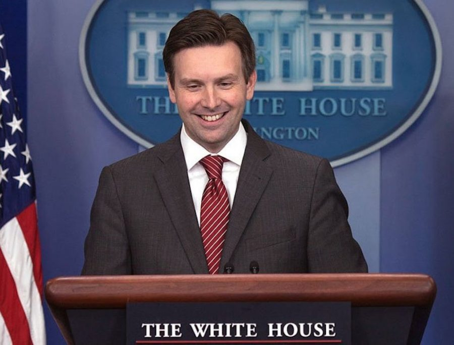 United Airlines Hires Former White House Press Secretary Josh Earnest